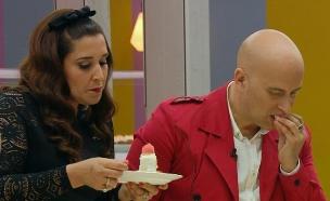 השופטים טועמים את עוגות הגמר של יוני וגל (צילום: מתוך בייקאוף ישראל, שידורי קשת)