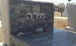 """קברה של פלד ז""""ל (צילום: מיכה שמילוביץ, חדשות 2)"""