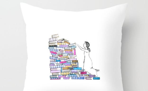 שבוע הספר 10, מגוון כריות בהשראת ספרים (צילום: society6.com)