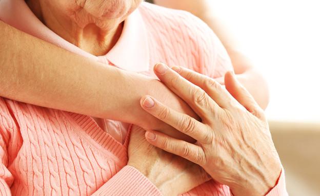 ידיים צעירות וזקנות (אילוסטרציה: Shutterstock)