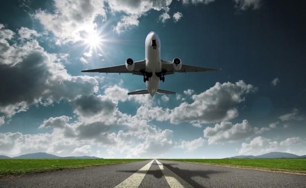 מטוס ממריא (צילום: graph, Shutterstock)