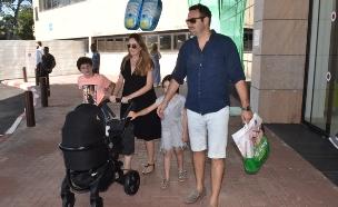 מלי לוי גרשון יוצאת מבית החולים, יוני 2016 (צילום: צ'נו)