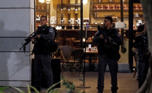 פיגוע ירי במתחם שרונה בתל אביב (צילום: רויטרס)