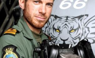 הטייס שהציל חתול (צילום: חיל הים המלכותי)