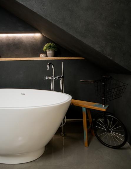שלום אדריכלות, ג, אמבטיה (צילום: אביב קורט)