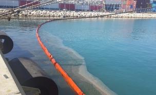 תיעוד: דליפת השמן למים (צילום: פרד ארזואן, המשרד להגנת הסביבה)