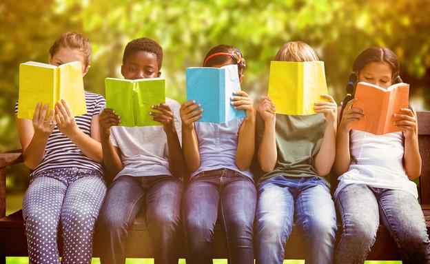ילדים קוראים (צילום: Shutterstock)