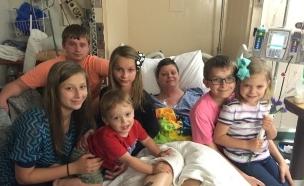 אימצה את ששת ילדיה של חברתה שנפטרה
