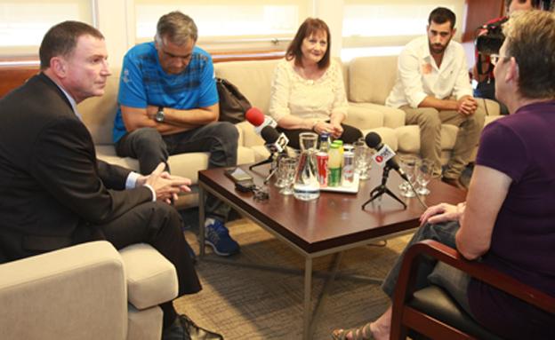 """יו""""ר הכנסת עם בני המשפחה (צילום: דוברות הכנסת, יצחק הררי)"""