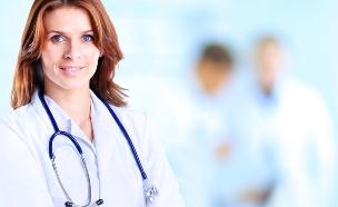 רופאה - אילוסטרציה (צילום: Shutterstock/YURALAITS ALBERT)