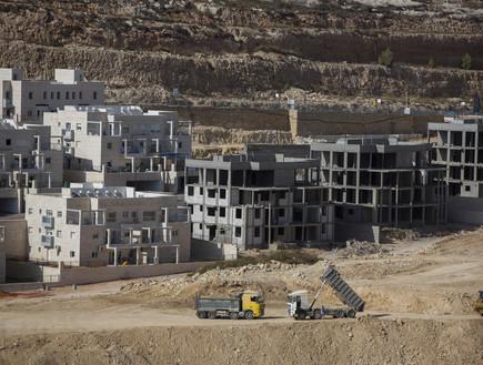 שכונה לחרדים נבנית בגבעת זאב, אוגוסט 2015 (צילום: יונתן סינדל, פלאש 90)