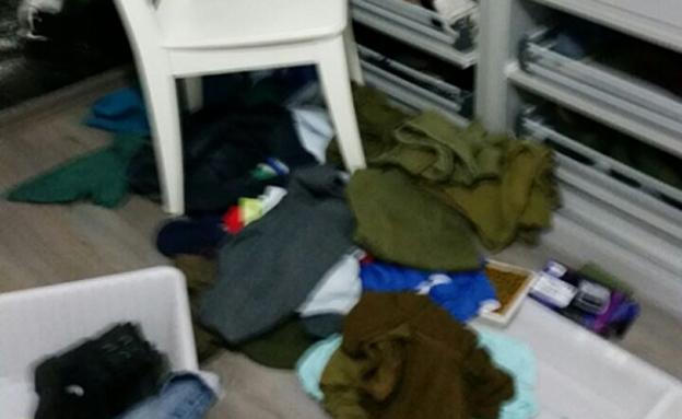 """""""רוקנו את ארון הבגדים שלו"""""""