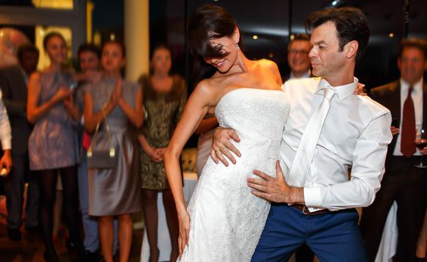 בני זוג רוקדים בחתונה (אילוסטרציה: Shutterstock)