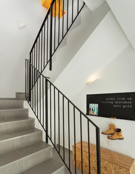 המדרגות לחלל הציבורי (צילום: עידו אדן)