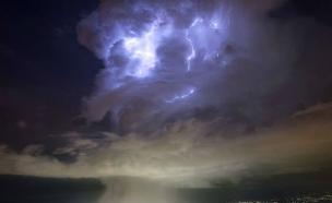 סערה מעל מאיץ החלקיקים (צילום: טוויטר)