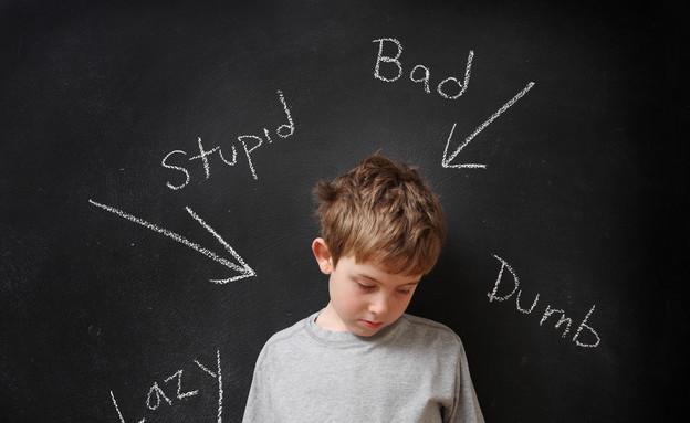 ילד עצוב (צילום: Suzanne Tucker, Shutterstock)