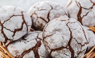 עוגיות מושלגות שוקולד-אספרסו (צילום: koss13, Shutterstock)