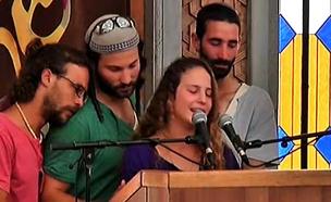 ילדיו של מיכאל מרק בהלוויתו (צילום: חדשות 2)