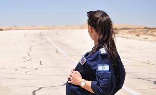 קצינת חימוש בהריון מתקדם (צילום: חיל האוויר)
