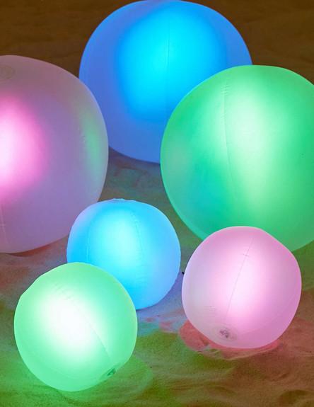 בריכות15, גופי תאורה צבעוניים שיאירו את האווירה (צילום: urbanoutfit)