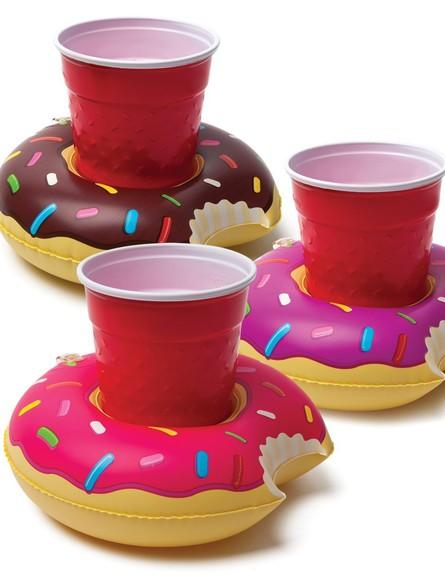 בריכות16, מתקני שתייה צפים בצורות משעשעות (צילום: prepobsessed.com)