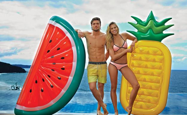 בריכות17, ומזרוני שכיבה בצורות פירות (צילום: sunnylife.com.au)