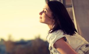 מאושרת (צילום: Aleshyn_Andrei, Shutterstock)