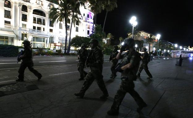 כוחות הביטחון בניס (צילום: רויטרס)