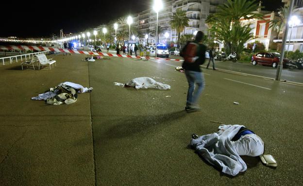 84 הרוגים בהם 10 ילדים (צילום: רויטרס)