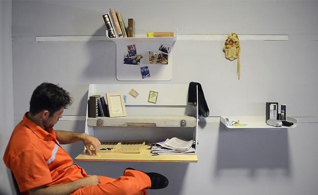 שולחן לאסיר של דניאל מאיירס (צילום: עודד אנטמן)