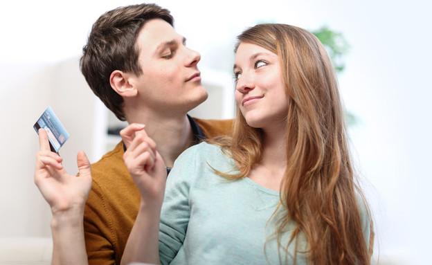 בני זוג מתווכחים על כסף (צילום: Shutterstock)