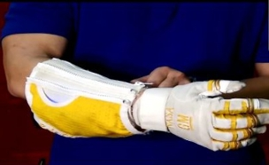 כפפה רובוטית (צילום: צילום מסך גלובס)
