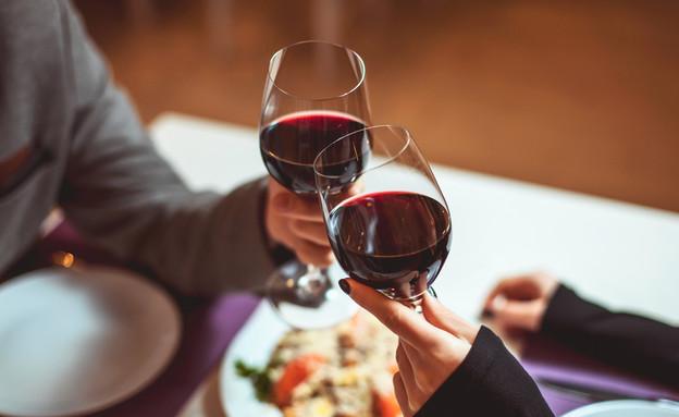 ארוחת ערב רומנטית (צילום: Shutterstock/Mikhail_Kayl)