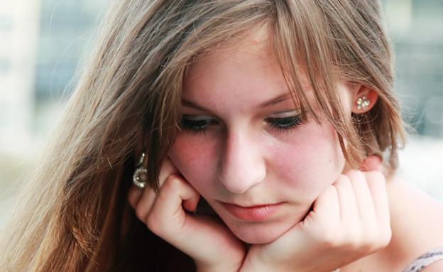 נערה מהורהרת (צילום: Shutterstock, מעריב לנוער)