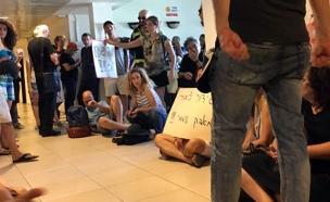 מחאה על התאגיד (צילום: חדשות 2)