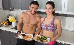 גבר ואישה אוכלים (צילום: Skydive Erick, Shutterstock)