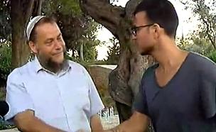 צפו במפגש בין עזר לגופשטיין במצעד הגאווה בירושלים (צילום: חדשות 2)