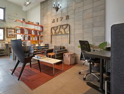 רהיטים קיימים שולבו עם חדשים