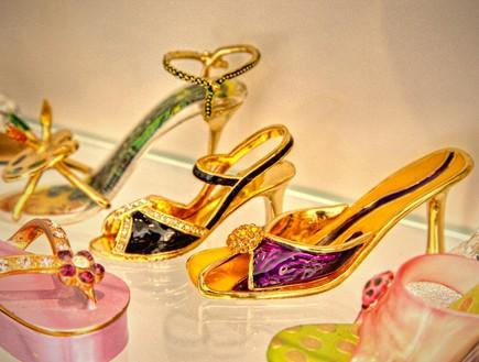 אוספי מעצבים, נעליים_מיניטוריות1-אורית_שרמן (צילום: אריה המר)