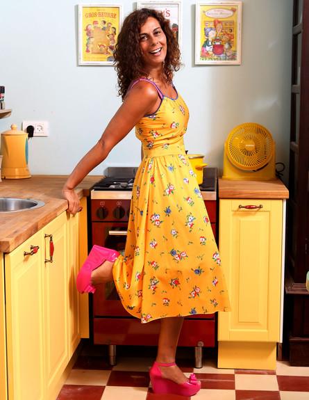 שיפוץ מטבח, מטבח פשוט מאיקאה שנצבע צבע צהוב (צילום: עודד קרני ואלי גרוס)