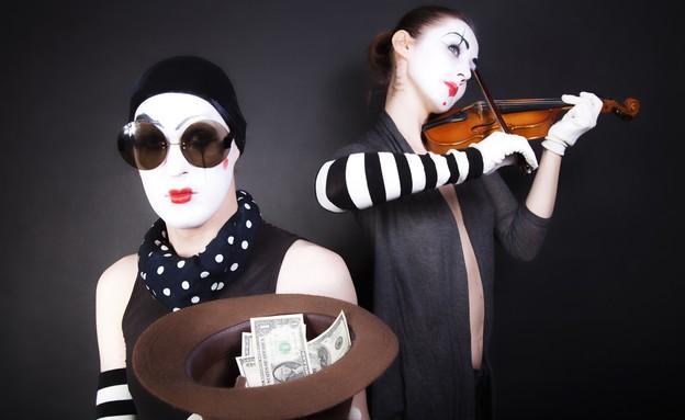 שני פנטומימאים מנגנים עבור כסף (אילוסטרציה: Shutterstock)