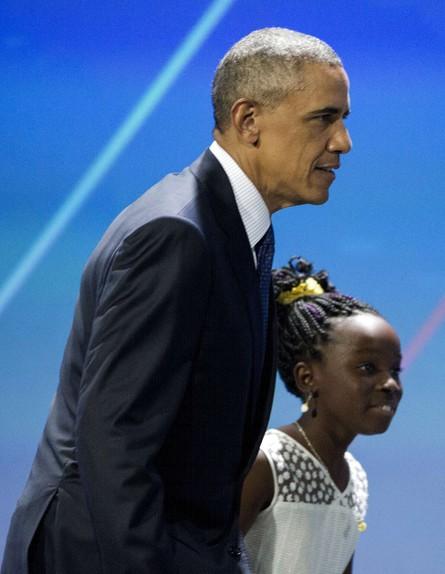 ברק אובמה ומיקיילה אולמר בכנס נשים בבית הלבן, יוני 2016 (צילום: ap)