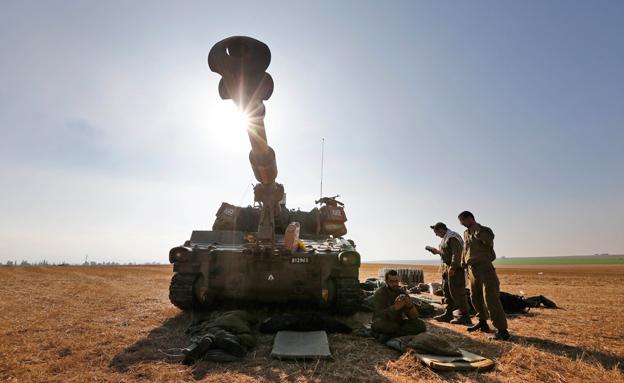 טנק (צילום: Lefteris Pitarakis AP)