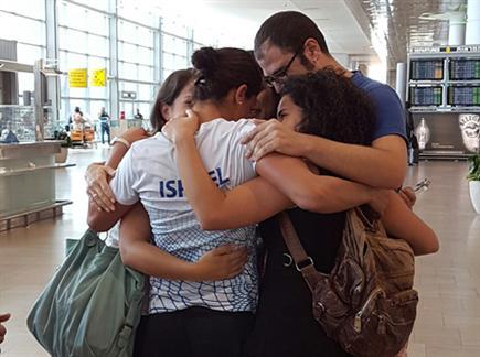 ירדן ג'רבי נפרדת מהמשפחה (צילום: ספורט 5)