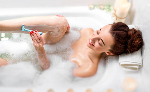 הכי כיף לגלח באמבטיה (צילום: Shutterstock/RossHelen)