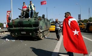 טורקיה, צבא, אזרח (צילום: רויטרס)