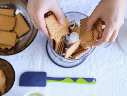 ריבועי שוקולד וחמאת בוטנים ללא אפייה