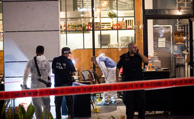 זירת הפיגוע הרצחני (צילום: פלאש 90, מרים אלסטר)