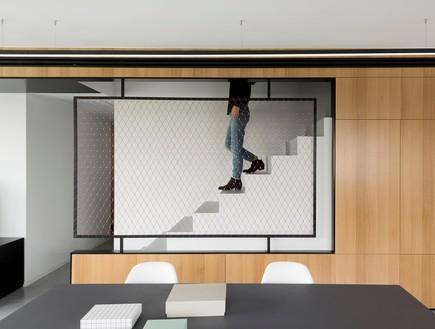 מעיין גבאי, ארון מדרגות 2