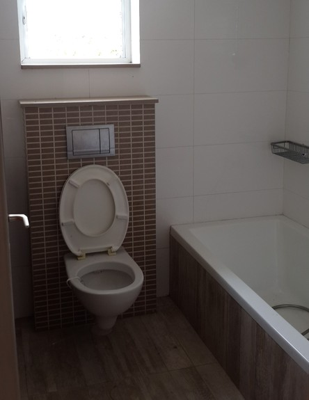 מעיין גבאי, ג, אמבטיית ילדים לפני, צילום ביתי (צילום: ביתי)